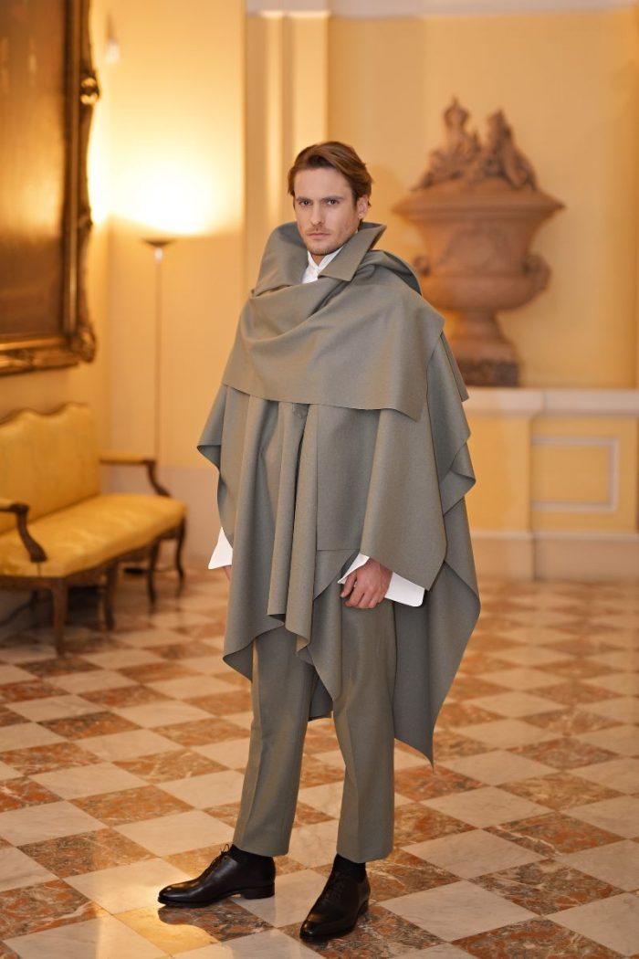 La alta costura de OTEYZA conquista París